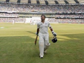 Tendulkar leaves the field